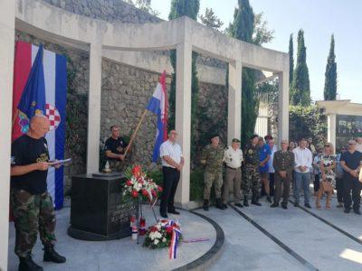 Imenovanjem ulice i otkrivanjem spomen-ploče Kostrena obilježila Dan pobjede i domovinske zahvalnosti i Dan hrvatskih branitelja