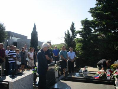 Položeni vijenci i zapaljene svijeće uoči Dana domovinske zahvalnosti