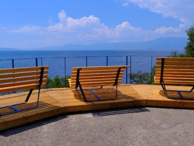 Kostrenski obalni put bogatiji za atraktivni vidikovac i dizajnerske klupe